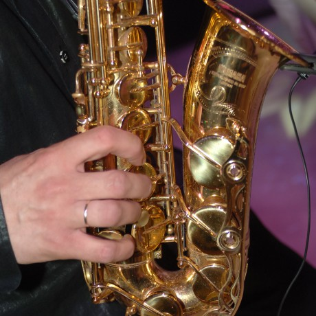 Hands on saxophone